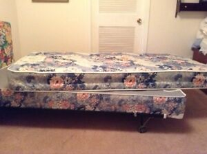 2 TWIN BEDS/BOXSPRINGS/MATTRESSES