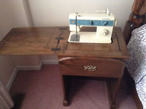 SEWING MACHINE *** PRICED VERY LOW ** AMAZING DEAL !!!