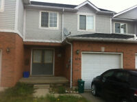 1 bdrm summer sublet avail in Laurel Gate townhouse $350 all inc