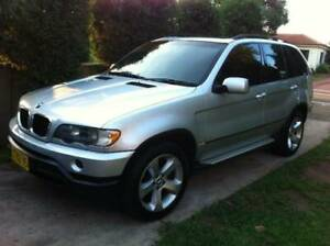 2002 BMW X5 AUTO LUXURY V8 SUNROOF AND LEATHER