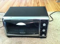 Black and Decker Toaster Oven - Great Condition