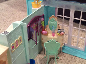 Barbie home plus many accessories Kingston Kingston Area image 4