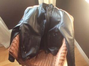 Manteau en cuir marque Akoury