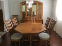 Solid Oak Dining Room Set - Excellent Condition!!!
