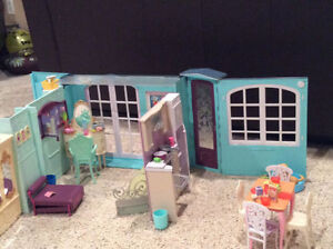 Barbie home plus many accessories Kingston Kingston Area image 9