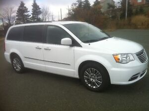 2014 Chrysler Town & Country Touring L Premium 41000km