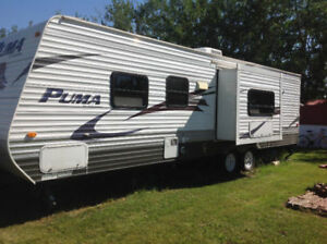 2010 Puma by Palomino 32' vacation trailer with slide out