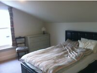 Luxury dble bedroom, (150sqft/15sqm) in split level flat, just 3-4 mins from Balham tube/rail.