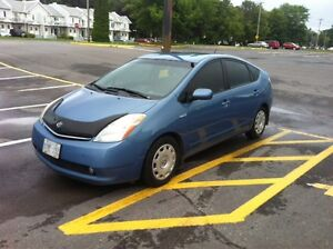 Toyota Prius Hatchback with keyless entry and five CD changer