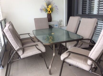 Best Outdoor Table Six Chair Setting