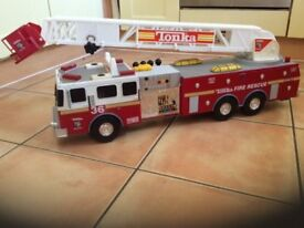 Tonka Huge Fire Rescue Truck #36 03473 with large Ladder lights sounds battery