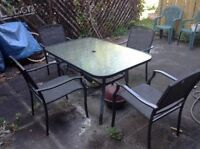 Patio Set - Ecxellent Condition! (with umbrella) $170 OBO