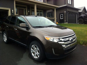 2011 FORD EDGE SEL AWD LEATHER AND GLASS ROOF!