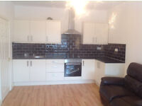 DOUBLE ROOM TO LET IN SHARED 2 BEDROOM FLAT ABOVE ALBERTS FISH & CHIP SHOP - £80 PER WEEK INC BILLS