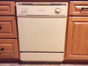 Maytag Jet Clean Dishwasher / Almond