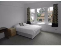 LARGE DOUBLE ROOM CAVERSHAM SUITABLE FOR COUPLES £700PCM ALL BILLS INCLUDED NO AGENCY FEES