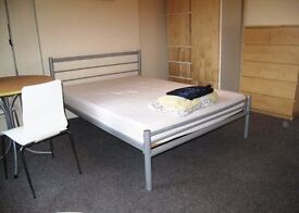 Large, comfortable, relaxed, convenient double room close to Redhill station, buses & town centre