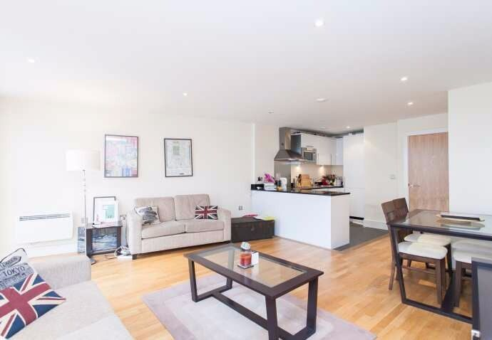 **MODERN OPEN PLAN** 1 BEDROOM flat in LESS than 5min to HOLLOWAY tube, overlooking EMIRATES stadium