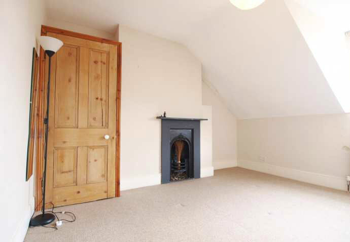 Stunning SPLIT LEVEL 2 BEDROOM property with a LARGE SEPARATE KITCHEN DINER and ROOF TERRACE