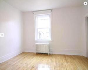 [STUDENTS ONLY] Studio apartments available, utilities included