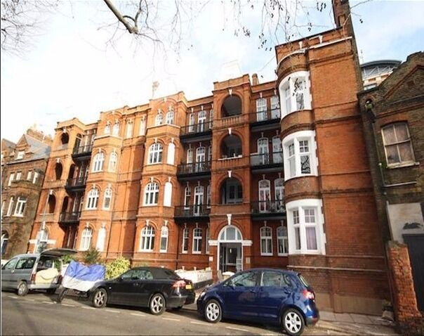 A beautiful two bedroom, two bathroom flat in Mornington Mansions