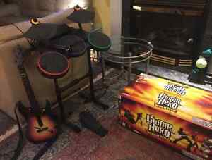 GUITAR HERO: WORLD TOUR / With one guitar, one drum and one mic