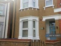 3 bedroom flat in West London, West London, UB2 (3 bed)