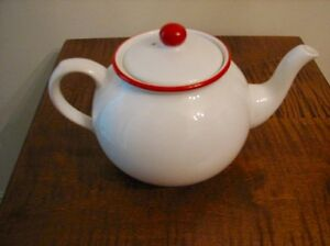 VINTAGE ARTHUR WOOD ENGLAND RED DOT TEAPOT, RARE Kitchener / Waterloo Kitchener Area image 2
