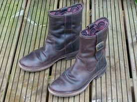 Ladies size (38) 5.5 - 6 Fly London leather boots