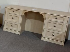 Solid hardwood dresser dressing table