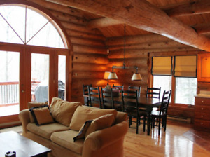 Mont-Tremblant - Private Log Home Retreat ★ Pet Friendly ★ WIFI