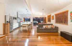 OFFERING- room for rent short term in AMAZING house and location! Kangaroo Point Brisbane South East Preview