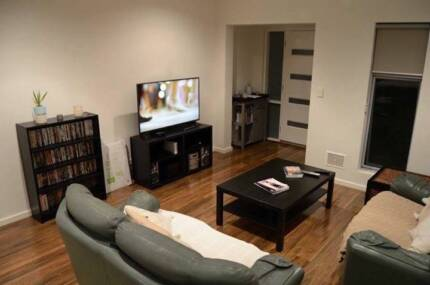 Room in modern spacious 3x2 Mount Hawthorn townhouse