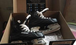 Bauer Nexus size 4 ice skates. Great condition!