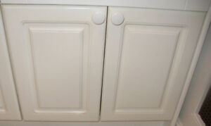 5 White Cabinet Doors and 3 Drawer Fronts