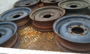 Scrap vehicle tire/wheel dismounting