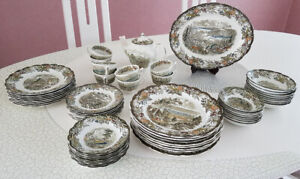 CANADIAN   HERITAGE  COLLECTION  DINNER  SET  OF  8