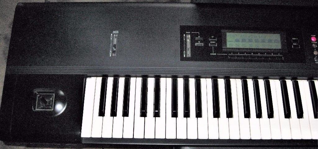 Korg T2 76 note Keyboard,Synth,workstation