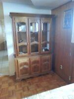 Various furniture pieces for sale. Plusieurs meubles à vendre