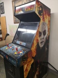 MORTAL KOMBAT 4 ARCADE MACHINE IN EXCELLENT CONDITION MUST SELL!