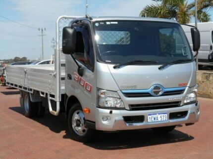 2013 Hino 300  Silver Cab Chassis 4x2 Spearwood Cockburn Area Preview