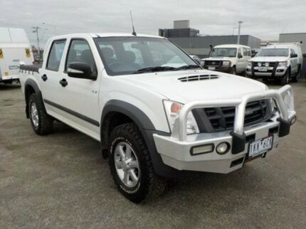 2011 Isuzu D-MAX White Manual Utility
