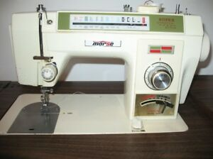 MACHINE A COUDRE MORSE STRETCH STICH DANS UN MEUBLE
