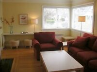 Sunny & Fresh Furnished Vacation House in James Bay