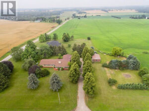 Plattsville house on 13 acres only 15 min from KW