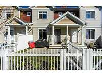 PRICE REDUCED!!! Summerside 3 bedroom 2.5 Bath townhouse