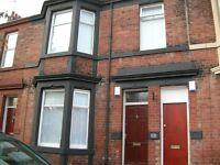 5 bedroom flat in Dinsdale Road, Newcastle Upon Tyne, NE2