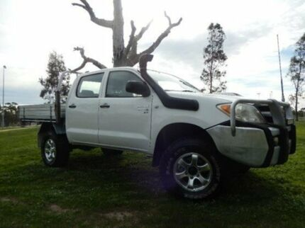 2005 Toyota Hilux KUN26R MY05 SR White 5 Speed Manual Cab Chassis Doveton Casey Area Preview