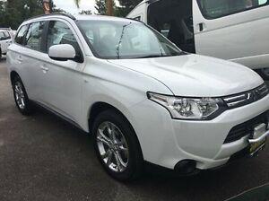 2013 Mitsubishi Outlander ZJ MY14 ES 4WD White 6 Speed Constant Variable Wagon Wodonga Wodonga Area Preview