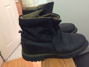 Black men's timberland boots size 8